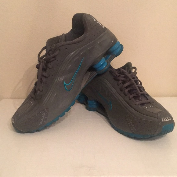 lowest price ccd02 b609a Nike Shox R4 grey & teal womens 10.5/mens 8.5